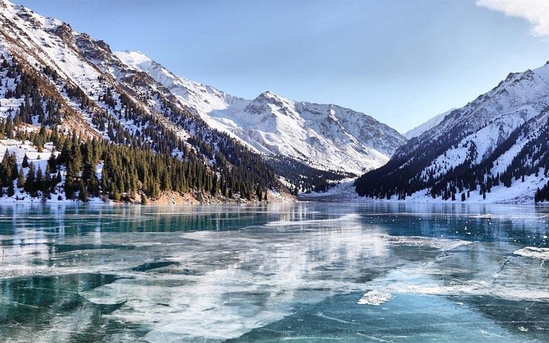 Kazakistan soğuk hava ile harika bir doğaya sahiptir.