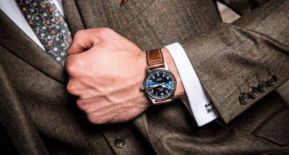 saat takım elbise ve genel olarak erkekler için önemli bir aksesuardır.