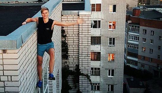Selfie people Dangling from Top of Buildings